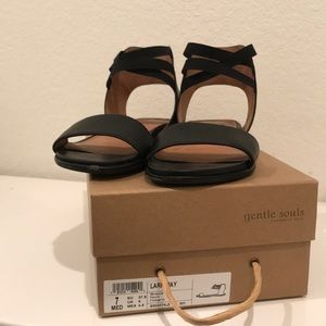 Gentle Souls by Kenneth Cole blk sandals